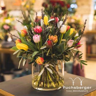 Fröhlicher Tulpenstrauß